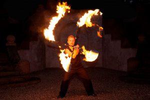 Feuerstäbe in Bewegung