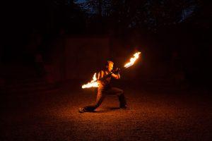 Stopp beim Feuerjonglieren